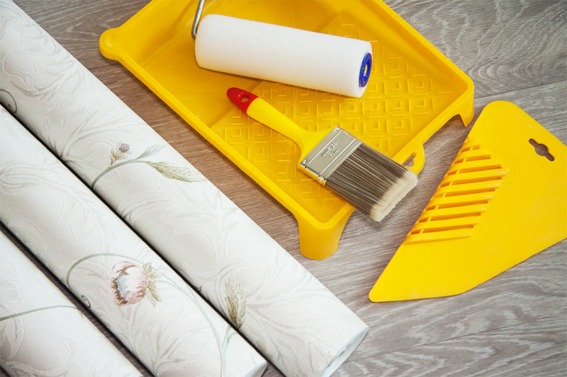 richtig tapezieren tapezieren anleitung. Black Bedroom Furniture Sets. Home Design Ideas